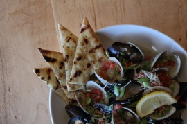 Garlic Steamers and Mussels